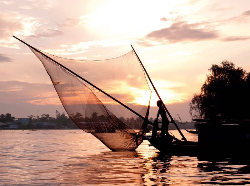 Fishing-boat--Mekong-river-75