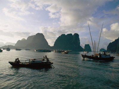placid-waters-of-halong-bay