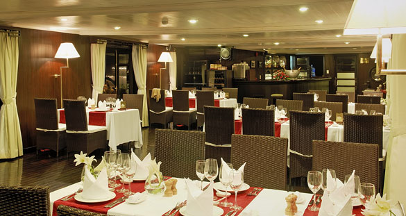 Halong Bay Bhaya Cruise Dining Room