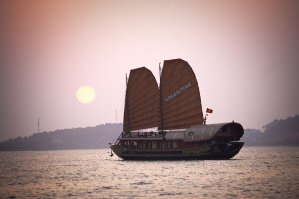 Halong bay Valentine cruise