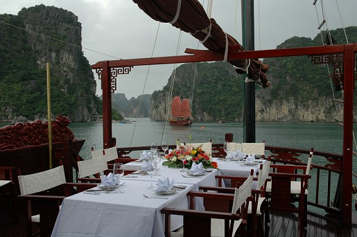 Halong Bay Dragons pearl outsite lunch