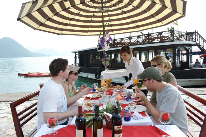 halong bay pricess cruise Barbecue
